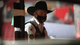 Davis Will be Ready to 'Hang on a little bit tighter' when the PBR World Finals Gets Underway in Arlington, Texas