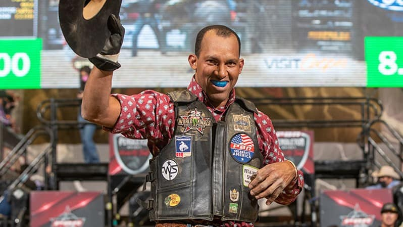 Oliveira Training Upwards to Three Hours a Day in Hopes of Becoming Oldest PBR World Finals Qualifier