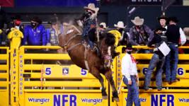 Casper Wins Wrangler NFR's Ninth Round